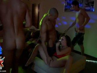 セックス crazed 酔った amateurs ファック で 角質 乱交パーティー