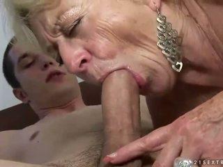 Nagyi és fiú enjoying kemény szex
