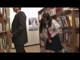 Schulmädchen gebohrt von bibliothek geek 12