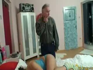 Dormind adolescenta fata fund licking