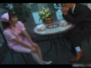 Abbronzato americano infermiera rides zonker
