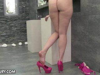 Kaki temptress