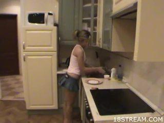 Kuřátko undresses ji boyfriend