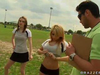 Veľký titted blondýna futbal hráč madison ivy using ju kozy na byť captain
