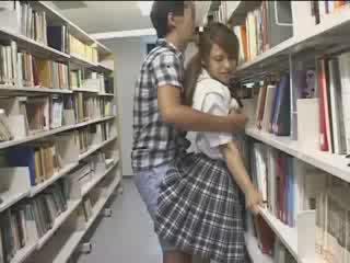 Zoçkë zoçkë used në the shkollë bibliotekë