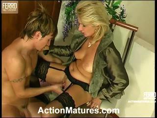 Agatha rolf ondeugend mam in actie