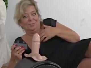 Veliko oprsje blondinke gilf sybian fun, brezplačno veliko oprsje gilf porno video aa