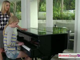Musical mommy shkëmbim spermë me stepteen