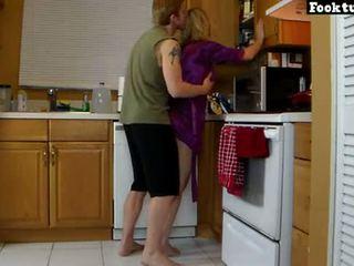 Mama lets fiu lift ei și pisa ei fierbinte fund până la el cums în lui bermude