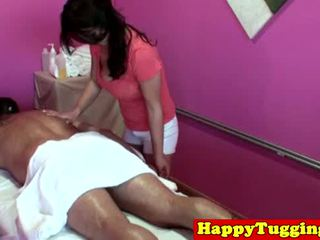 Iso titted aasialaiset tugging masseuse