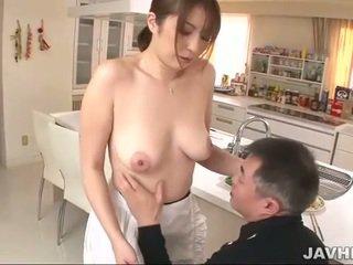 Грудаста японська does boobjob