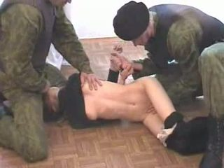 Two 軍隊 men brutalize terrorist 視頻