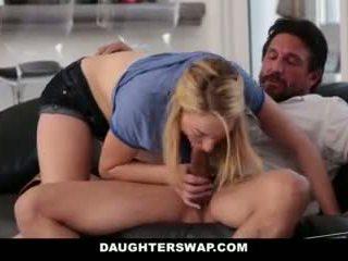 Daughterswap- daughters 玩 撲克 和 他媽的 爸爸