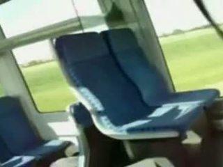 Neamt adolescenta fata sugand pula pe tren