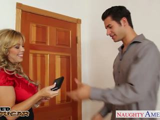 Lustful cougar amber lynn bach taking en stor shaft