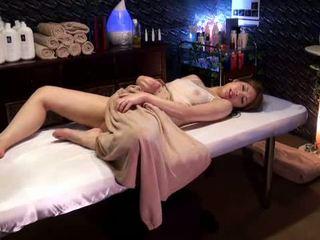 Mosaic: högskolan flicka reluctant orgasmen av masseur