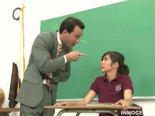 Schoolmeisje spanked en misbruikt
