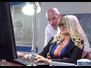 Scopata con thick bionda segretaria, gratis porno 41