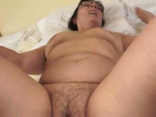 Kuuma mummo loves nuori cocks