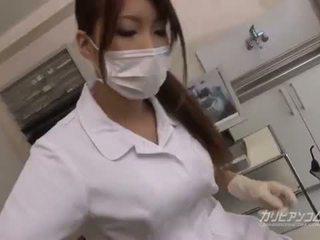 חזה גדול רופא בייב זיון עם שלה בר מזל חולה