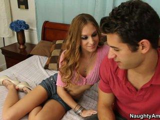 Ella gets ella ¿cuándo él spreads su piernas