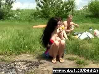 Shameless שתי נשים וגבר trio ב ציבורי נודיסטי park וידאו