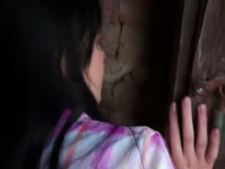 Innocent modelu gets těžký bouchání v starý cellar