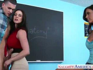 सेक्स teachers kendra lust और whitney westgate sharing कॉक में क्लासरूम