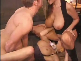 Sıcak kelly madison ve michelle b gets onların tombul pussies hammered zor