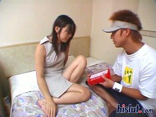 Schattig aziatisch tiener gets haar harig poesje rammed