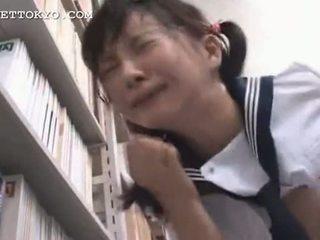 截尾 - 亚洲人 女学生 squirts 和 gets 一 面部 我