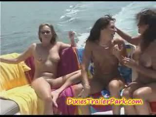 Хардкор суингър парти при на яхта
