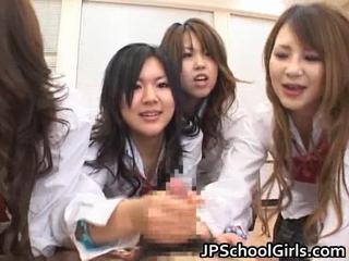 Азиатки schoolgirls are having а ma holeive група секс