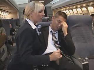 Het avrunkning från sexig stewardessen