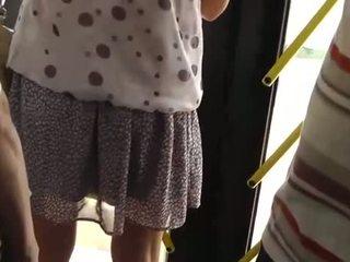 Spying на a гаряча дівчина на the автобус