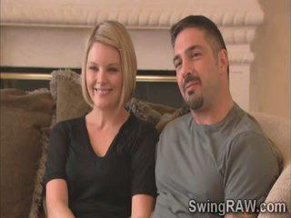 Blondie e marido dizer seu experiência como swingers em realidade exposição