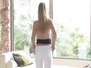 Danielle acquires undressed τότε uses αυτήν παιχνίδι επί αυτήν αιδοίο