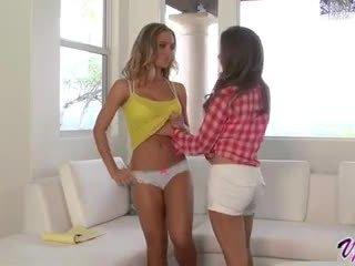 Emily addison a nicole aniston horký lesbička pohlaví