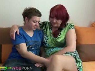 Lesbid granny ja teismeline koos tohutu dildo