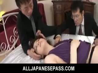 Rina koizumi karštas azijietiškas modelis į seksualu ilgos kojinės gets pakliuvom