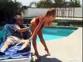 Darla crane titty fucks και sucks καβλί outdoors