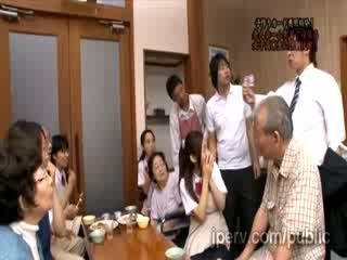 Бідні innocent азіатська краля краля gets примусовий по збуджена людина в публічний