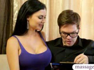 Sexy masseuse jasmine jae gives massage und gefickt von auftraggeber