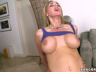 Pechugona tanya tate follando y taking facial disparo de corrida