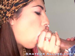 bruneta, mladý, ústnej