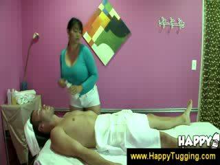 东方的 按摩 masseuse handjobs wanking 催人泪下 灰机 tugging tug 工作 衣女裸体男 大 布布 bigtits bigboobs