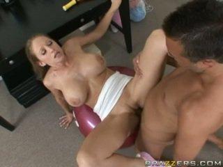Abby rode gets a pełny pieprzenie ćwiczenia jako ona acquires slammed na a siłownia ball