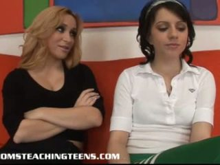 Innocent έφηβος/η lexi learning πως να πιπιλίζουν και γαμώ από μητέρα που θα ήθελα να γαμήσω aiden
