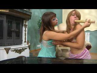 ยาว ผู้หญิงหลายคน kiss ผู้หญิงหลายคน mov ด้วย เถื่อน pornstars salome, irene, elvira