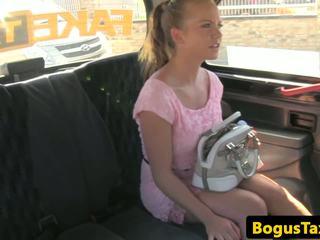 Cocksucking taxi checa follada en asiento trasero: gratis hd porno c4